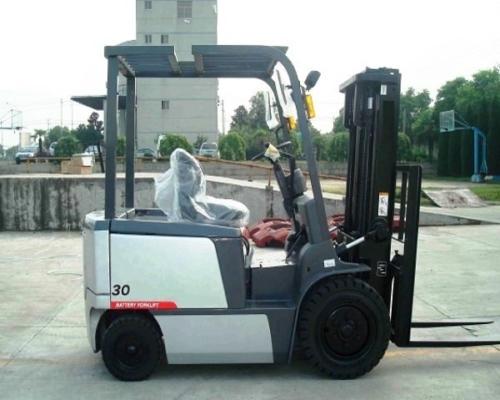 Xe nâng điện 3 tấn ngồi hiệu TCM