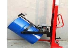 Xe nâng quay đổ phuy gắn cân điện tử