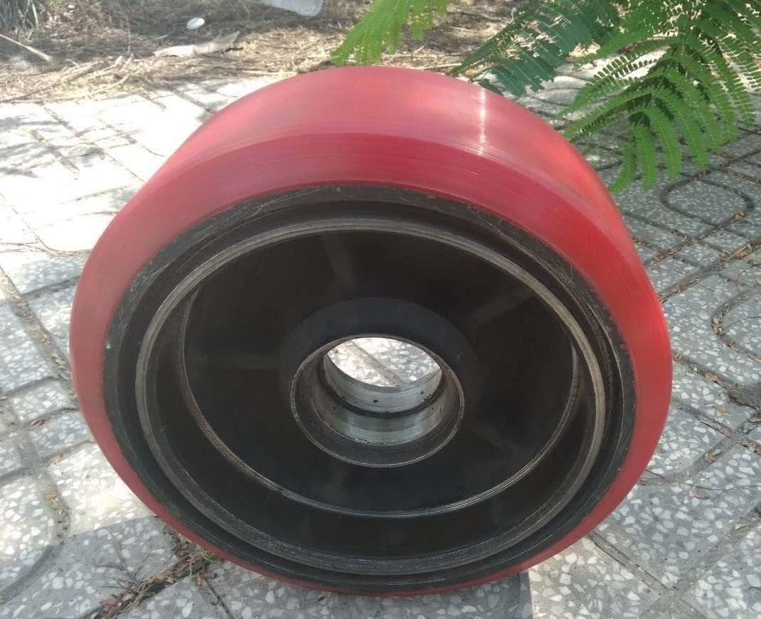 Bọc PU bánh xe nâng điện Linde