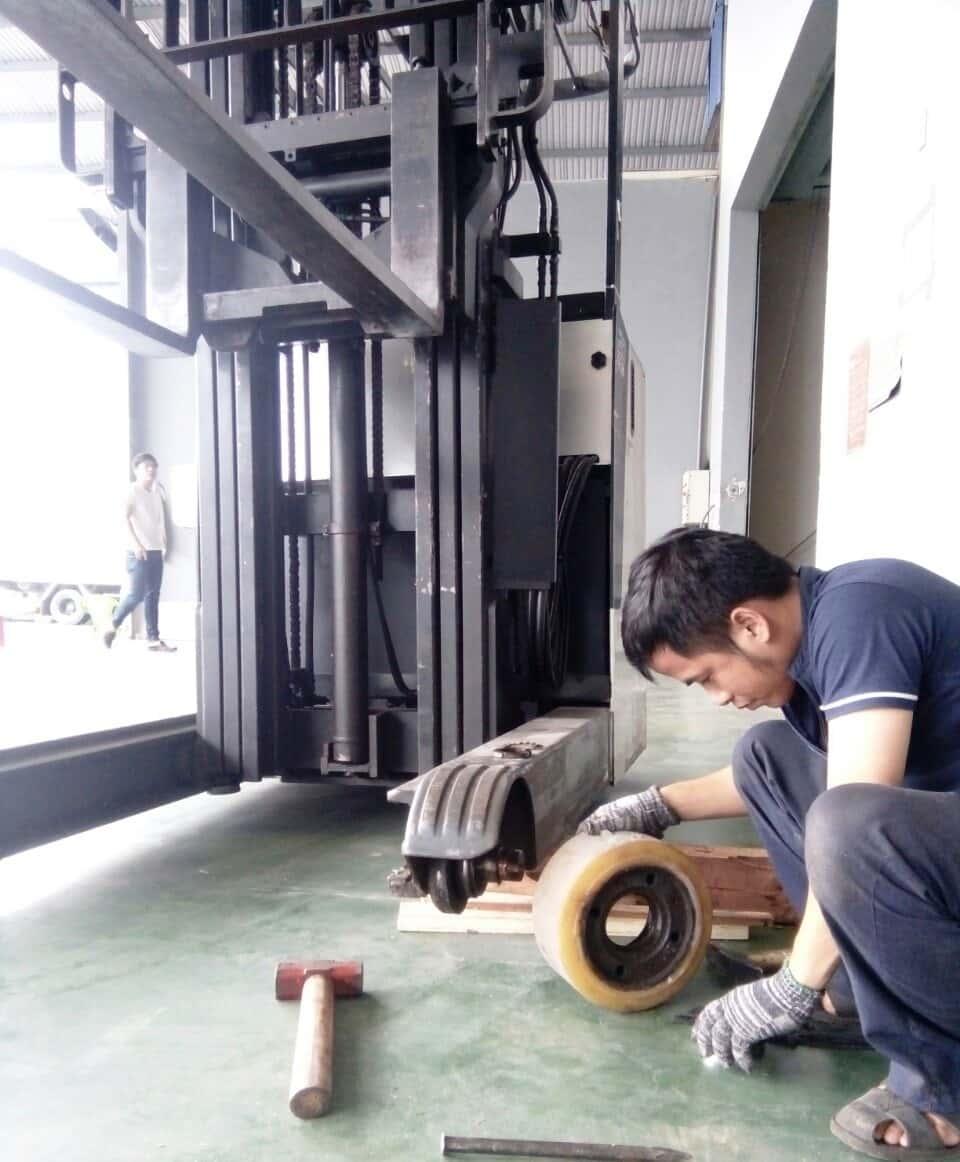 Bảo trì xe nâng điện tại tphcm