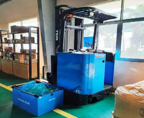 Xe Nâng Điện TCM 900kg Cao 4m Đứng Lái